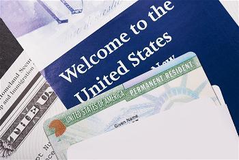 Thẻ xanh 2 năm đổi thẻ xanh vĩnh viễn